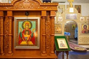 В канун престольного праздника Владыка Тихон освятил в Знаменском храме Орла новые киоты