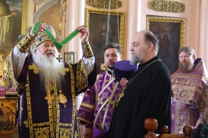 Митрополит Тихон вручил Патриаршую награду протоиерею Георгию Квятовичу