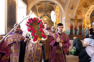 В канун Недели Крестопоклонной Владыка Тихон служил в Богоявленском соборе