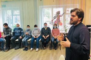 Прихожане и волонтеры Богоявленского собора возвращаются к практике посещения подопечных в социальных учреждениях