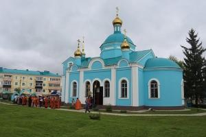 Архипастыри Орловской митрополии совершили Литургию в селе Ловчиково
