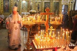 В канун Троицкой родительской субботы Архипастырь совершил богослужение в Иоанно-Крестительском храме