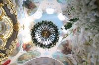 В канун Великой Субботы митрополит Орловский и Болховский Тихон совершил утреню с чином погребения в Богоявленском соборе Орла. 27 апреля 2019 г.