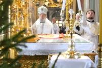 В Рождественский сочельник митрополит Орловский и Болховский Антоний совершил Божественную литургию и вечерню Рождества Христова в Ахтырском кафедральном соборе Орла. 6 января 2019 г.