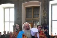 В канун дня памяти святителя Николая Чудотворца митрополит Орловский и Болховский Тихон возглавил всенощное бдение в Свято-Никольском храме поселка Кромы. 21 мая 2019 г.