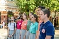 В Орле православная молодежь организовала праздничную ярмарку в помощь церковному Центру материнства и детства. 1 июня 2019 г.