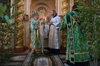 В день Святой Троицы архиепископ Антоний совершил литургию в Ахтырском кафедральном соборе Орла. 23 июня 2013 г.
