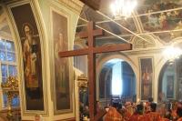 В канун праздника Воздвижения архиепископ Антоний совершил в Ахтырском соборе всенощное бдение перед поруганным кощунниками крестом . 26 сентября 2012 г.