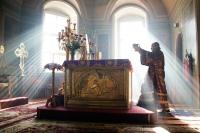В Неделю 3-ю Великого поста митрополит Орловский и Болховский Антоний совершил литургию в Ахтырском кафедральном соборе г. Орла. 15 марта 2015 г.