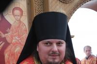 В субботу Светлой Седмицы архиепископ Орловский и Ливенский Антоний совершил Божественную литургию в мужском монастыре во имя святого Кукши. 26 апреля 2014 г.
