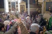 В канун праздника Входа Господня в Иерусалим митрополит Орловский и Болховский Антоний возглавил всенощное бдение в Богоявленском соборе Орла. Утром в день праздника митрополит Антоний совершил литургию в Ахтырском кафедральном соборе Орла. 4-5 апреля 2015 г.