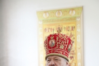 В Неделю 1-ю по Пятидесятнице, Всех святых, архиепископ Орловский и Ливенский Антоний совершил Божественную литургию в Богоявленском храме п. Залегощь. 15 июня 2014 г.