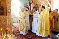 В Неделю всех святых митрополит Орловский и Болховский Антоний совершил литургию в Свято-Троицком храме Мценска. 26 июня 2016 г.
