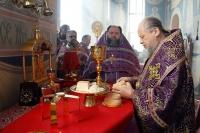 В Неделю Крестопоклонную митрополит Орловский и Болховский Антоний совершил литургию в Свято-Успенском монастыре Орла. 3 апреля 2016 г.