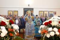 В день празднования Казанской иконе Божией Матери митрополит Орловский и Болховский Антоний совершил Божественную литургию в Успенском храме пос. Тросна. 4 ноября 2017 г.