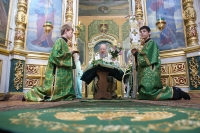 В празник Пятидесятницы архиепископ Антоний совершил Божественную литургию в Свято-Троицком храме г. Орла. 3 июня 2012 г.