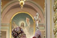 Великая вечерня в Ахтырском кафедральном соборе в день праздника Светлого Христова Воскресения. 15 апреля 2012 г.