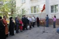 Высокопреосвященнейший архиепископ Антоний принял участие в церемонии открытия мемориальной доски писателю Петру Родичеву. 3 мая 2012 г.
