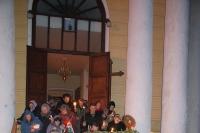 Архиепископ Антоний совершил в Ахтырском соборе утреню Великой субботы с чином погребения Плащаницы. 13 апреля 2012 г.