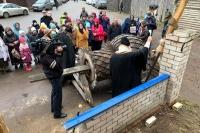 Митрополит Орловский иБолховский Тихон освятил купол икрест строящегося храма воимя святителя Лазаря Сербского в «Знаменской богатырской заставе». 4 ноября 2019 г.