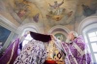 В Неделю 3-ю Великого поста, Крестопоклонную, митрополит Орловский и Болховский Антоний возглавил Божественную литургию в Ахтырском кафедральном соборе Орла. 11 марта 2018 г.