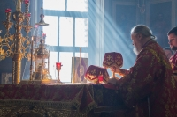 В Неделю 3-ю по Пасхе, святых жен-мироносиц, митрополит Орловский и Болховский Антоний совершил Божественную литургию в Ахтырском кафедральном соборе Орла. 22 апреля 2018 г.