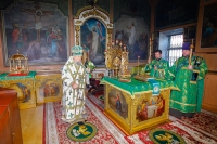 В канун праздника Пятидесятницы митрополит Орловский и Болховский Антоний совершил всенощное бдение в Свято-Троицком храме Орла. 26 мая 2018 г.