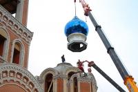 Купола установлены на храм иконы Божией Матери «Спорительница хлебов» в Орловском районе. 20 декабря 2019 г.