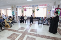 Митрополит Орловский и Болховский Тихон встретился с воспитанниками и сотрудниками Болховского детского дома-интерната для детей с физическими недостатками. 8 января 2020 г.