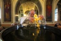В навечерие Богоявления митрополит Орловский и Болховский Тихон совершил  литургию и чин великого освящения воды в Ахтырском кафедральном соборе Орла. 18 января 2020 г.