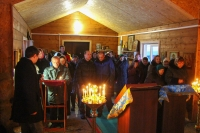 В Неделю святых отец митрополит Орловский и Болховский Тихон совершил литургию в храме Рождества Пресвятой Богородицы д. Жудре Хотынецкого района. 5 января 2020 г.