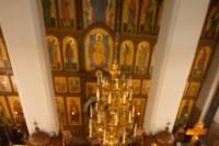 Вканун праздника Рождества Христова митрополит Орловский иБолховский Тихон возглавил всенощное бдение в Свято-Успенском монастыре Орла. 6 января 2020 г.