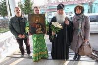 Меценаты передали старинную икону Божией Матери «Балыкинская» Свято-Троицкому храму Орла. 11 апреля 2020 г.