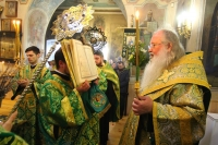 В канун праздника Входа Господня в Иерусалим митрополит Орловский и Болховский Тихон совершил всенощное бдение вСвято-Троицком храме Орла. 11 апреля 2020 г.
