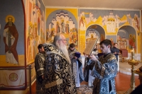 Во вторник Страстной Седмицы митрополит Орловский и Болховский Тихон совершил Литургию в Троице-Васильевском храме Орла. 14 апреля 2020 г.