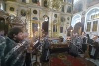Митрополит Орловский и Болховский Тихон совершил богослужения Великой Пятницы в Свято-Успенском монастыре и Ахтырском кафедральном соборе Орла. 17 апреля 2020 г.