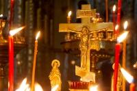 В канун Радоницы митрополит Орловский и Болховский Тихон совершил вечернее заупокойное Богослужение в Ахтырском кафедральном соборе Орла. 27 апреля 2020 г.