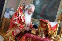 В день Радоницы митрополит Орловский и Болховский Тихон совершил  литургию и пасхальное поминовение усопших в Ахтырском кафедральном соборе Орла. 28 апреля 2020 г.