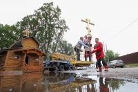 В храме в «Знаменской богатырской заставе» водружен крест на купол и совершена первая Литургия. 19 сентября 2020 г.