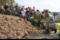 В деревне Верхняя Зароща Мценского района 13 сентября торжественно перезахоронили останки 82 советских солдат 287-й стрелковой дивизии.