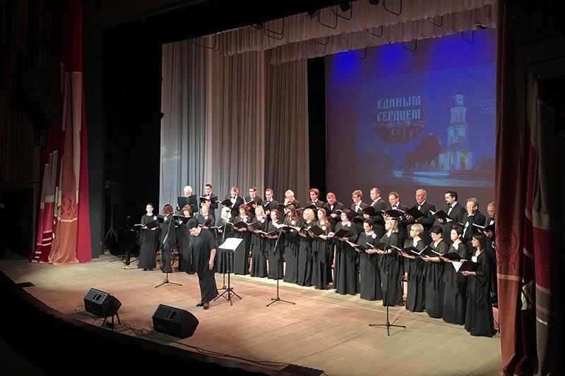 Сводный хор Орловской митрополии представил большой концерт на академической сцене
