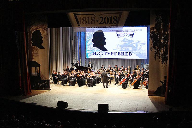 Архипастырь посетил праздничный гала-концерт «200 лет с Тургеневым», посвященный юбилею классика