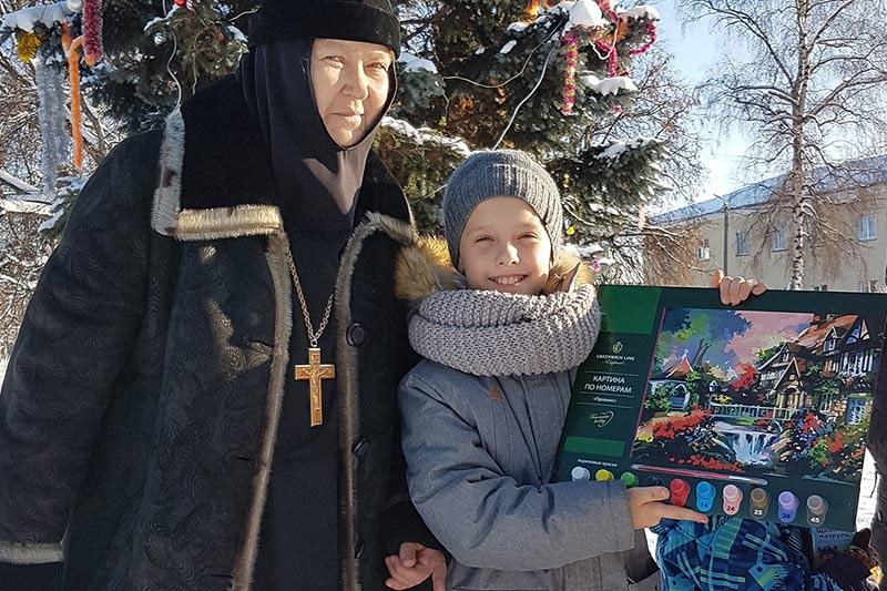 Женский монастырь вместе с орловчанами собрал 600 подарков для нуждающихся дмитровских семей