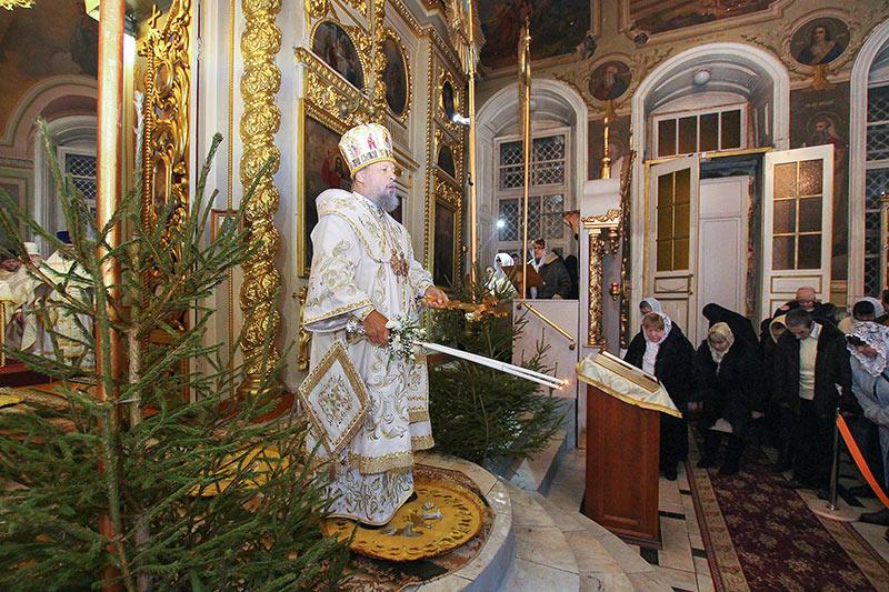 В Рождественскую ночь главное богослужение Орловской митрополии состоялось в Ахтырском соборе
