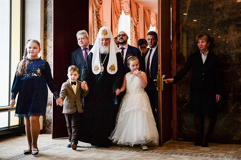 Патриарх исполнил мечту орловской девочки и пригласил на Патриаршую ёлку в Кремль