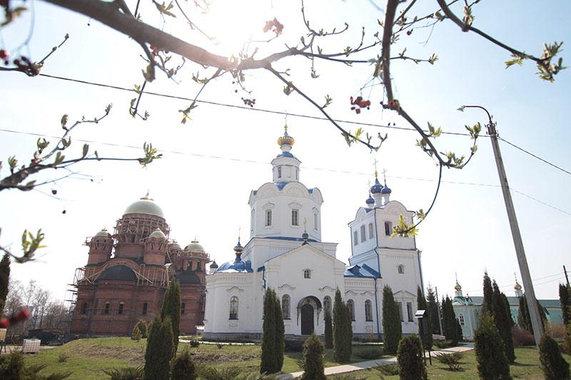 В Лазареву субботу Архипастырь служил в Свято-Успенском монастыре