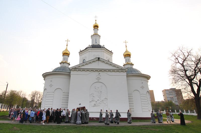 В канун Великой Субботы митрополит Тихон совершил утреню с чином погребения в Богоявленском соборе
