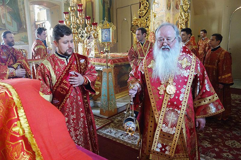 В Неделю 4-ю по Пасхе Владыка Тихон совершил богослужения в Богоявленском соборе