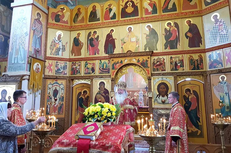 В канун Недели 5-й по Пасхе митрополит Тихон служил в Свято-Никольском храме Хотынца