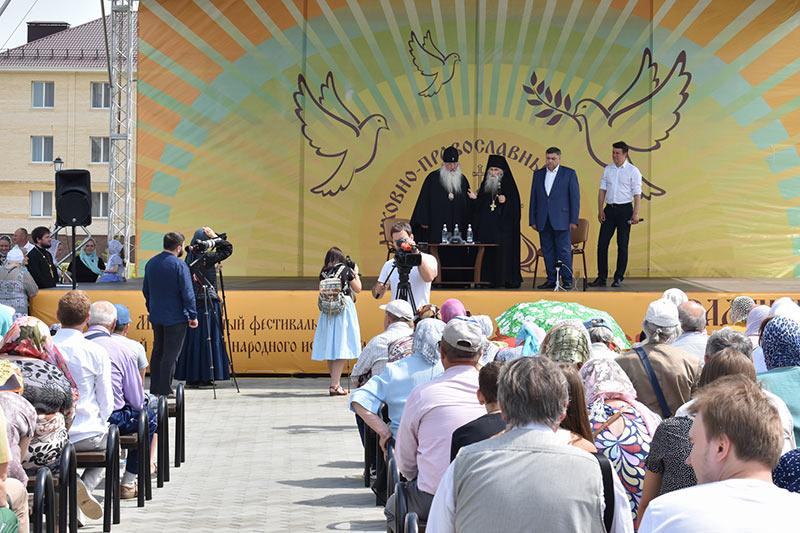 Литургия, освящение храма и встреча с молодежью: в «Вятском Посаде» отметили двухлетие центра